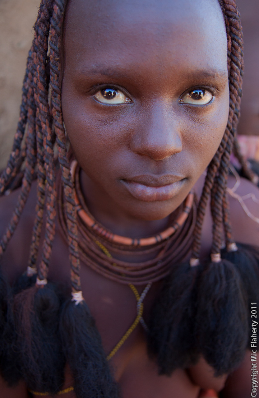 Http Blog Mjfimages Com 2012 01 08 A Contrast Across The Generations In Photos Of Traditional African Woman