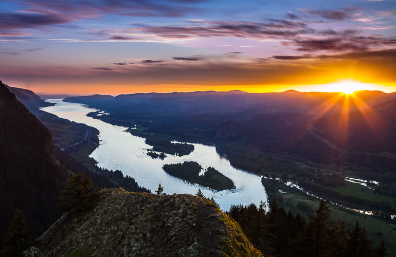 Sunset over the Columbia River from Munra Point, Oregon.
