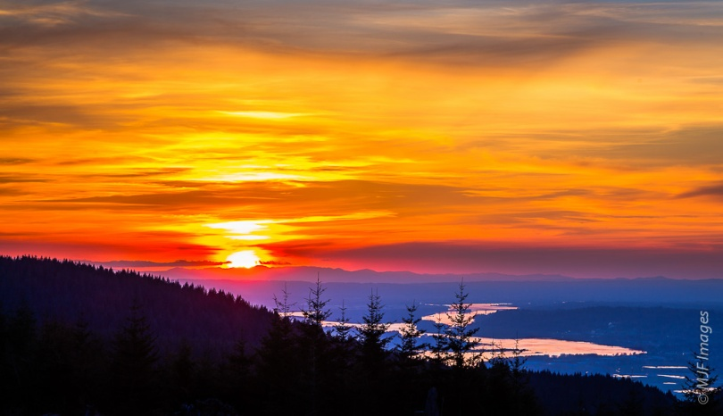 A colorful sunset decorates the winding Columbia River, as viewed from Larch Mountain, Oregon.
