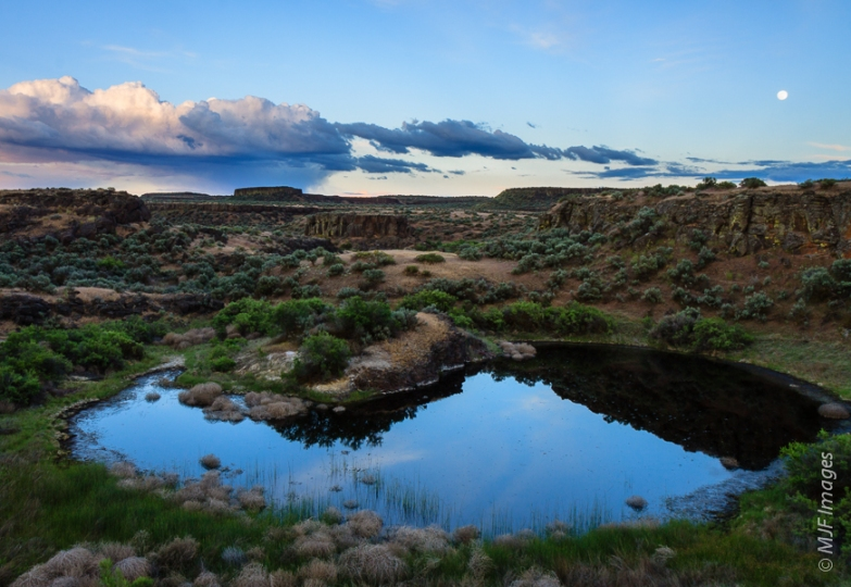 A quiet evening descends at Drumheller Channels in the Columbia National Wildlife Refuge in eastern Washington.