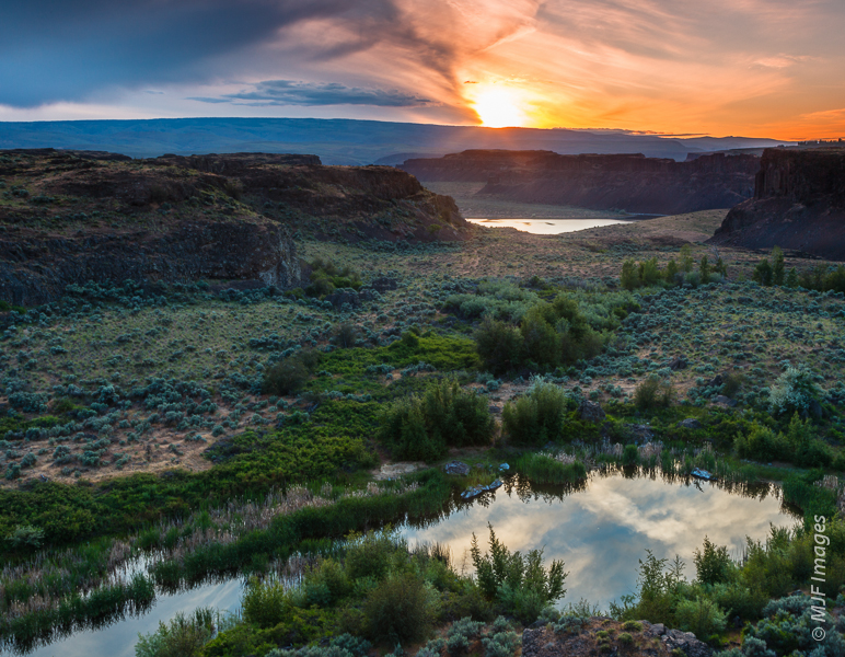The Channeled Scablands in eastern Washington were carved by massive ice-age floods.