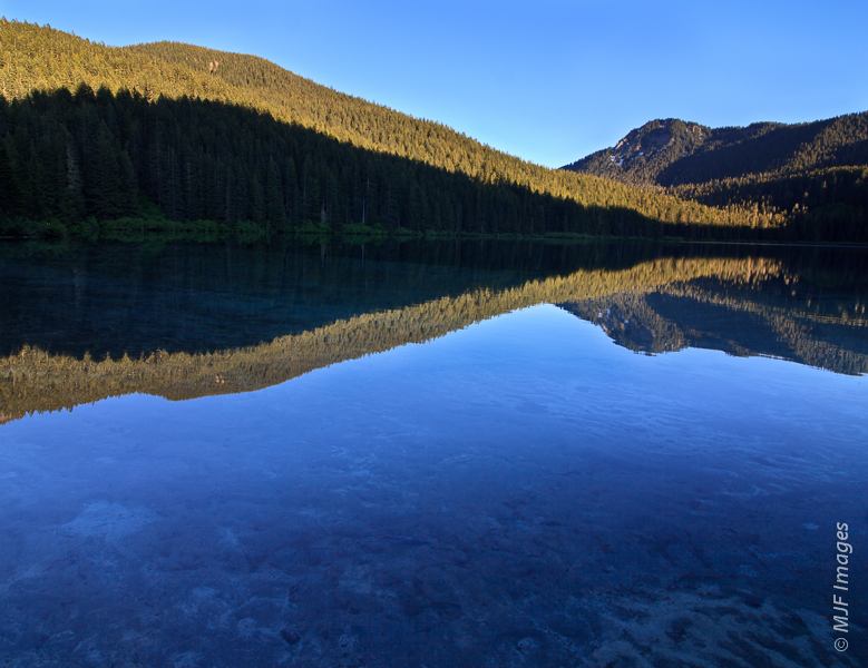 The Cascades are dotted with beautiful mountain lakes.