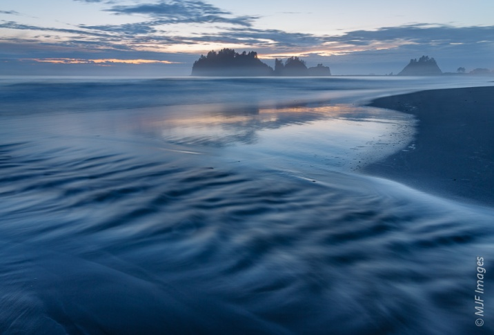 The beautiful Olympic Coast at First Beach near La Push, Washington.