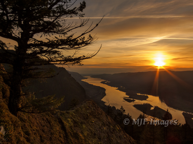 Sunset over the Columbia River Gorge from Munra Point.