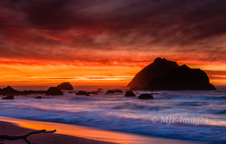 One of my favorite sunset  images, classic Oregon Coast.  The metaphor is too tempting: I don't want the sun to set on my photography.