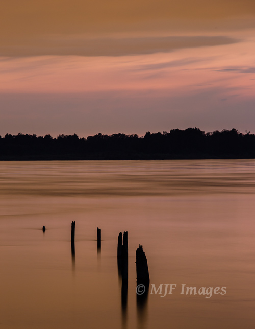 Unusual light and color palette are enhanced by smoothness of long exposure along the Columbia River.  30 sec. @f/11, ISO 320
