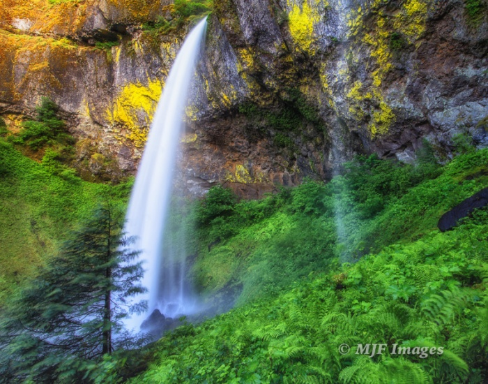 I always liked this picture of Elowah Falls in Oregon, but a simple re-edit made it worth putting on my website.