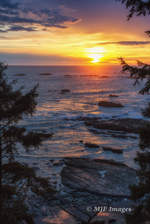 From atop the headland over Hole in the Wall, Olympic Coast. 50 mm., 1/6 sec. @ f/13, ISO 50; tripod.